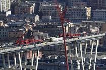 V italském Janově začala demolice zbytků zříceného mostu