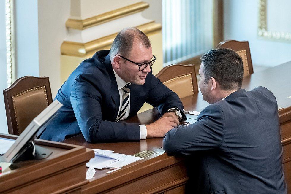 Hlasování o důvěře vlády Andreje Babiše 11. července v Poslanecké sněmovně v Praze. Jan Hamáček, Tomáš Hanzel