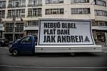 Recesistické setkání na oslavu skvělých činů ministra financí Andrej Babiše proběhlo 3. dubna před budovou Generálního finančního ředitelství v Praze.
