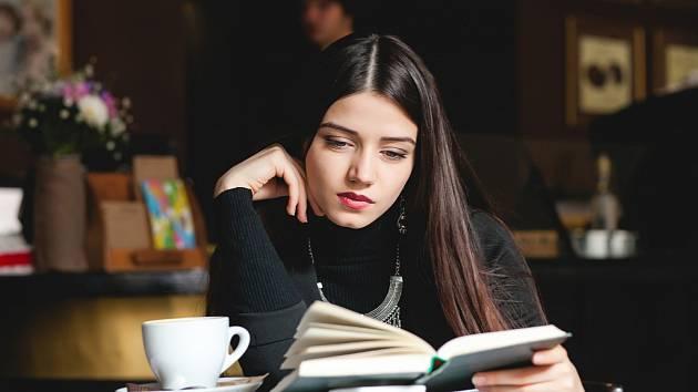 Co nám pomůže zvládnout vše v psychické pohodě? Naordinujte si informační dietu, hýbejte se a držte se svých koníčků.