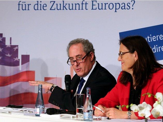 Nepolapitelného ducha zatím připomíná rodící se přelomová dohoda o Transatlantickém obchodním a investičním partnerství (TTIP) mezi EU a USA.