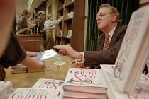 Ve věku 77 let zemřel americký spisovatel Winston Groom, autor knižní předlohy oceňovaného filmu Forrest Gump (na snímku z roku 1995)