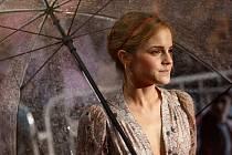 Britská herečka Emma Watsonová se proslavila svou rolí čarodějky Hermiony v sérii filmů o Harrym Potterovi.