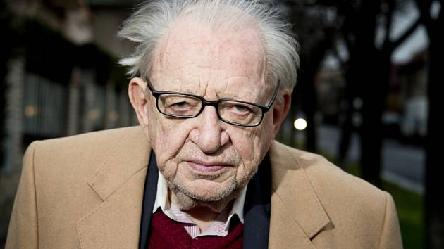 V pondělí 11. května 2020 zemřel po dlouhé nemoci ve věku 89 let slavný spisovatel, cestovatel a etnograf Miloslav Stingl (na archivním snímku ze 14. prosince 2015)