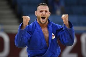 Judista Lukáš Krpálek se raduje z triumfu na OH v Tokiu.
