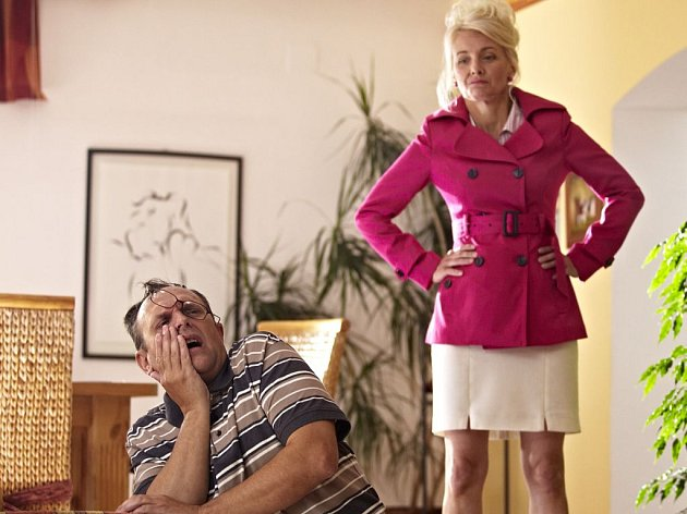 Natáčení Troškovy komedie Babovřesky pokračuje, došlo i na ostré fackovací scény.