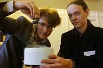 XX. ročník Soutěže vědeckých a technických projektů středoškolské mládeže Expo Science Amavet začal 25. dubna v budově Akademie věd v Praze. Představeni byli také finalisté, kteří odjíždějí na závěrečnou soutěž Intel Isef do Phoenixu v USA.