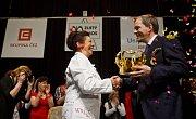 Vítězskou soutěže o nejoblíbenějšího učitele Zlatý Ámos se stala 28. března v Praze Ivanka Hájková z Gymnázia Jiřího Wolkera v Prostějově.