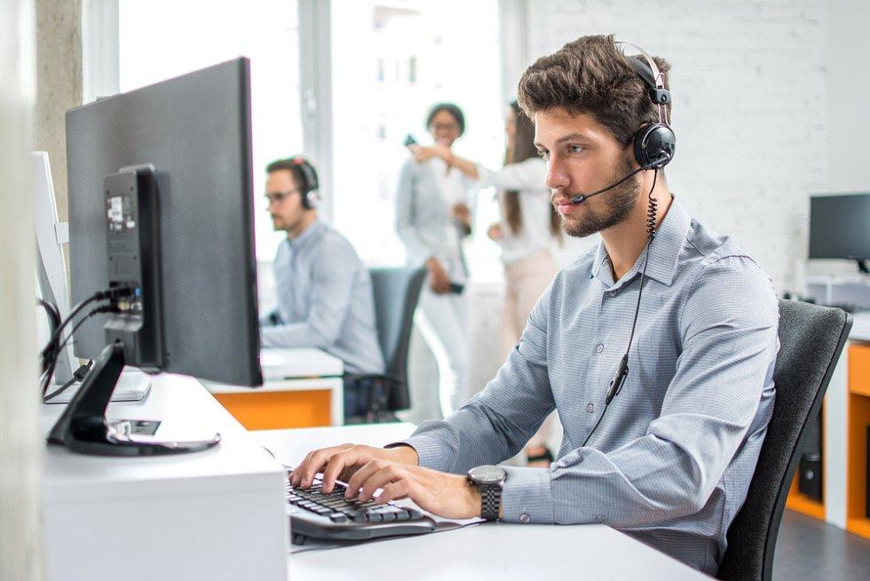 Šmejdi využívají k uzavírání nevýhodných smluv se zákazníky i telefonní hovory