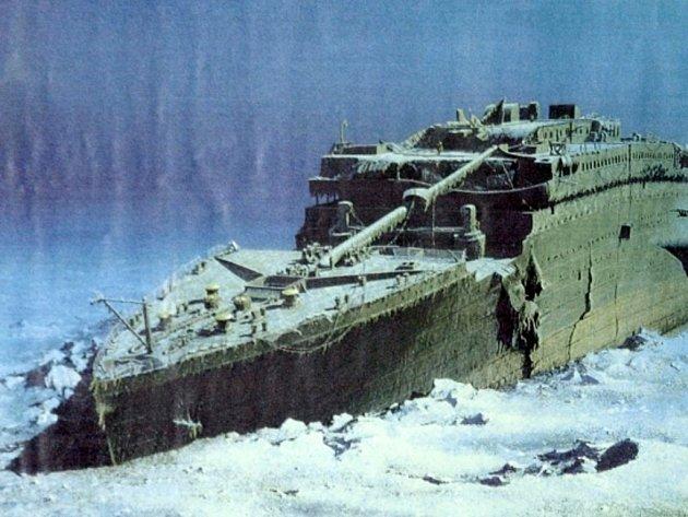 Vrak ležící v hloubce čtyři kilometrů pod mořskou hladinou láká zvědavce, kteří po sobě neuklízejí, bědují vědci.