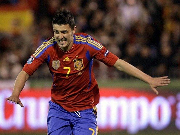 Španělský útočník David Villa se raduje z gólu.