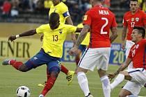 Enner Valencia (13) během kvalifikačního utkání s Chile