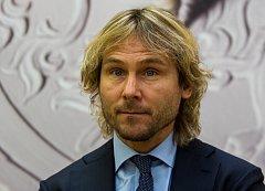 Bývalý kapitán české fotbalové reprezentace Pavel Nedvěd má minci s vlastním portrétem. Do zlata si ji osobně vyrazil.