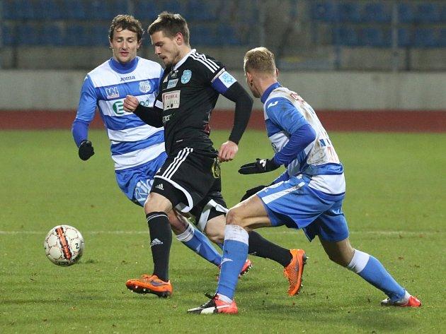 Fotbalisté Znojma (v černém) proti Ústí nad Labem.