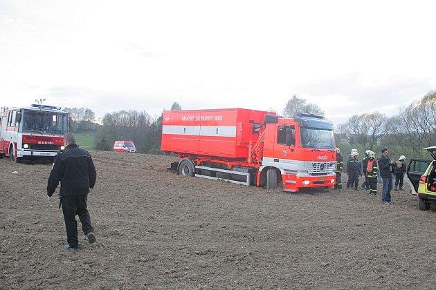 U místa nehody zasahovalo několik hasičských sborů