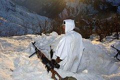 Postup tureckých sil v nehostinných horách iráckého Kurdistánu zpomaluje hluboký sníh.