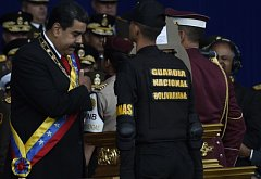Prezident Venezuely Nicolás Maduro přežil explozi dvou dronů.