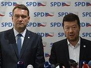 Lídr SPD Tomio Okamura a místopředseda Radim Fiala