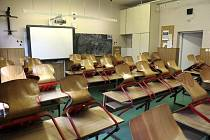 Školní lavice. Ilustrační snímek