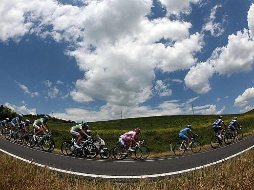 Peloton závodu Giro d'talia.
