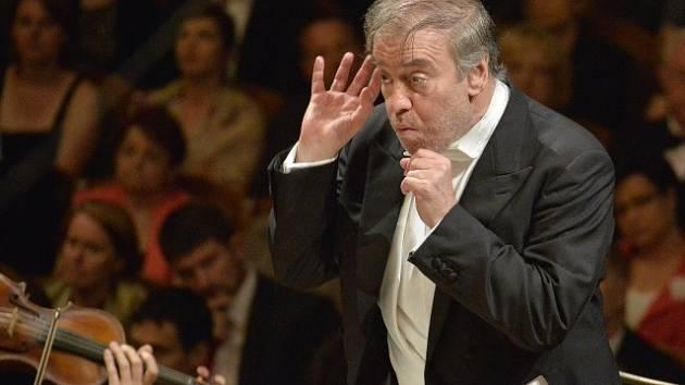 Jeden z nejvýznamnějších současných dirigentů Valerij Gergijev vystoupí 25. července ve Smetanově síni Obecního domu v Praze.