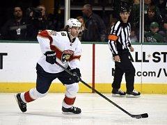 Jaromír Jágr pomohl gólem a asistencí k výhře hokejistů Floridy na ledě Dallasu 3:1 a vyrovnal Paula Coffeyho na páté příčce historického pořadí nahrávačů NHL s 1135 přihrávkami.