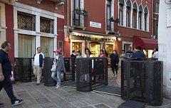 Dočasné turnikety nainstalované v italských Benátkách