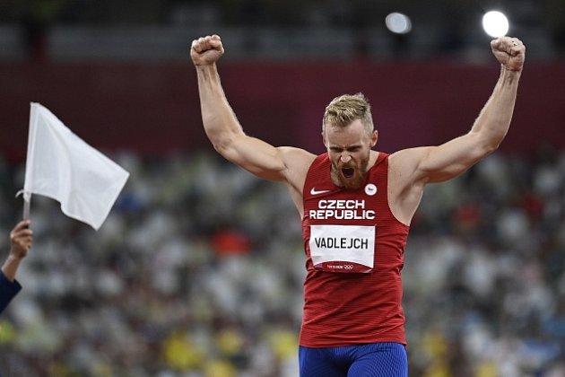 Jakub Vadlejch slaví olympijské stříbro.