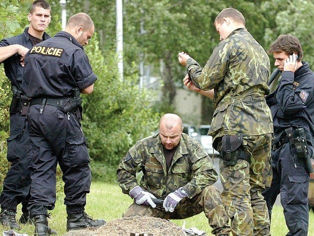 VRAH DÍVKY DOPADEN. Ještě před pár dny policisté na Severní Terase v blízkosti tamního gymnázia prohlédávali i kanálové vpustě a hledali ostatky zavražděné.