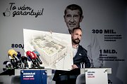 Premiér Andrej Babiš zahájil 3. září v Praze komunální a senátní kampaň pro říjnové volby. Na snímku lídr a primátor Ostravy Tomáš Macura.