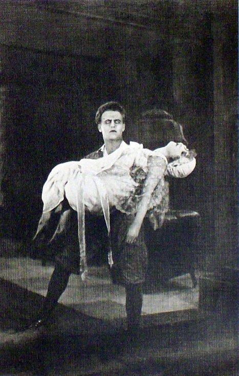 Anny Ondráková. Příchozí z temnot