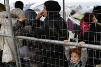 Další humanitární organizace, které pomáhají v Řecku uprchlíkům, se připojily k bojkotu Úřadu vysokého komisaře OSN pro uprchlíky kvůli nesouhlasu s dohodou Turecka a EU o vracení migrantů do Turecka.