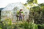 Čím dál více lidí si na zahradě zřizuje skleník.