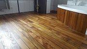 Teaková podlaha v koupelně