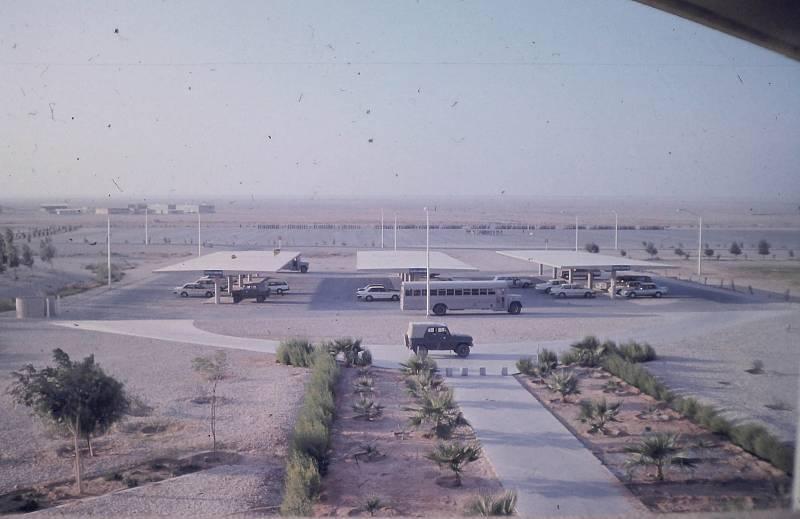 Parkoviště u vojenské základny, kde byli i Čechoslováci