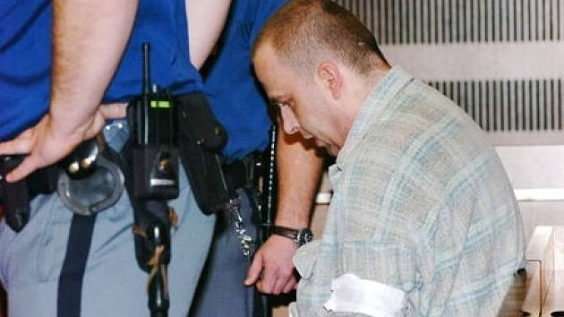 U Krajského soudu v Hradci Králové v pondělí začalo hlavní líčení s obžalovaný Petrem Zelenkou v kauze heparinových vražd.