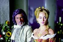ANGELIKA. Nora Arnezederová a Gérard Lanvin jako titulní hrdinka a její manžel, hrabě Joffrey de Peyrac.