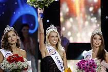 Zleva Česká Miss Earth Šárka Cojocarová, vítězka Česká Miss Jitka Nováčková a Česká Miss World Denisa Domanská.