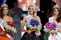 Zleva Česká Miss Earth Šárka Cojocarová, vítězka Česká Miss Jitka Nováčková a Česká Miss World Denisa Domanská