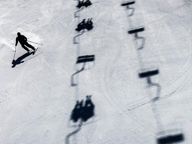 V Krkonoších je stále dostatek sněhu pro vyznavače zimních radovánek i když v nížicnách vládne jaro.