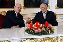Prezident republiky Václav Klaus s chotí Livií přijali 10. prosince na Pražském hradě prezidenta Slovenské republiky Ivana Gašparoviče s chotí Silvií, kteří jsou v ČR na dvoudenní státní návštěvě.