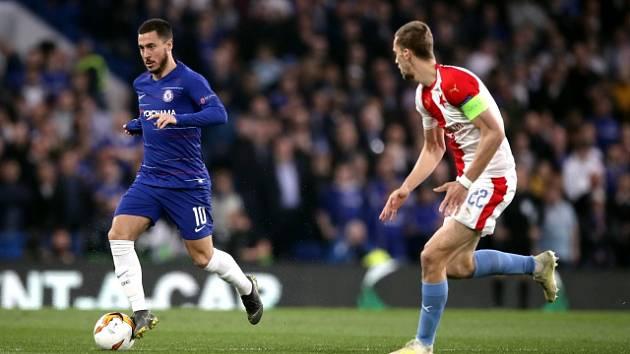 Odveta čtvrtfinále Evropské ligy mezi londýnskou Chelsea a pražskou Slavií. Eden Hazard (vlevo) a Tomáš Souček.