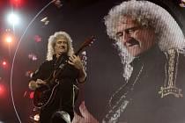 Kytarista Brian May z britské skupiny Queen.