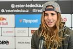 Lyžařka a snowboardistka Ester Ledecká na tiskové konferenci po skončení sezony 2020/2021.