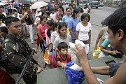 George Bush uvolnil ze státního rozpočtu balík financí pro země postižené bídou.
