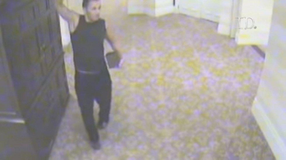 Hlavním podezřelým z vraždy Fioreové se stal Ryan Jenkins, zachycený na hotelové kameře
