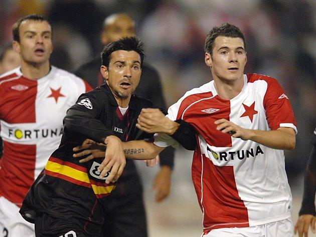 Slavia - Sevilla. Zleva Martí a Pudil.