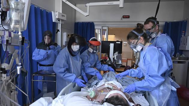 Zdravotníci v nemocnici v Cambridge
