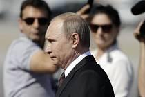 Ruský prezident Vladimir Putin dnes přiletěl na dvoudenní návštěvu Řecka.