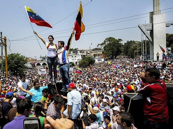 Protivládní demonstrace v Caracasu.